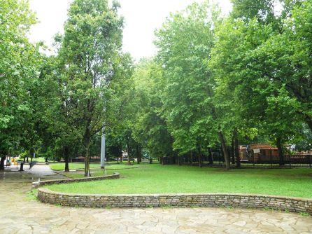 Parco Sempione in corso Vercelli, con piscina estiva e invernale (900 metri)