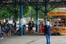 Mercato di Piazza Crispi (150 metri)